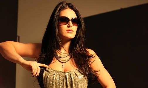Natália Guimarães é clicada para a campanha Verão 2012 de óculos Playboy