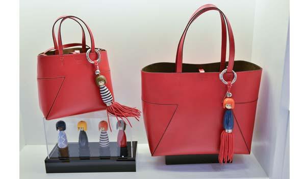 Moda bolsas – Schutz lança bolsa que vem com bag charm