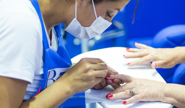 Especialista em beleza revela cinco motivos para não tirar cutículas