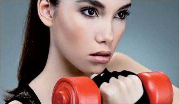 Moda nas Academias Mulheres maquiadas em exercicios fisicos