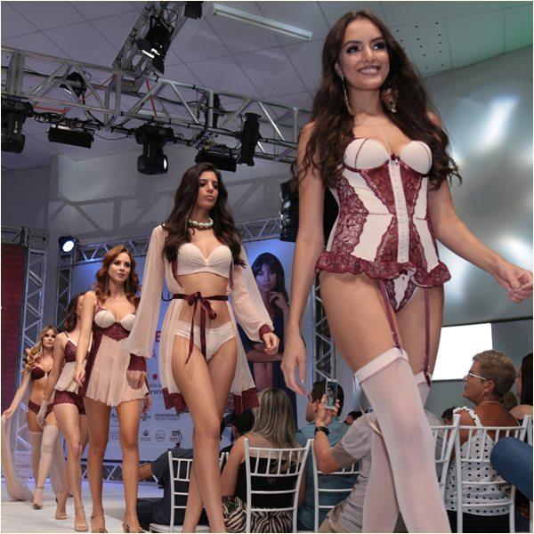 Desfile de Moda Íntima na Felinju - feira de lingerie em Juruaia / MG